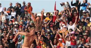 Beach Game In Italy Awesome Free Man Working Beach Sand People Sun Sport Crowd